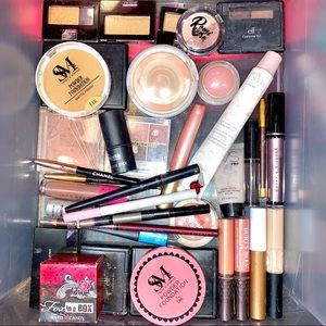 Make an offer🎉36 Pc makeup drawer clean out haul